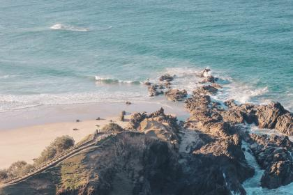 חוף ים סלעי
