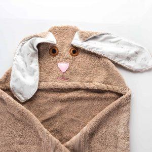 מגבת ברדס חומה בצורת ארנבת.