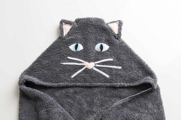 מגבת עם כובע בצורת חתול בצבע אפור כהה