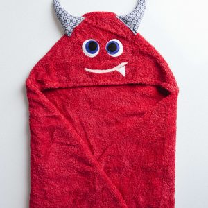 מגבת עם כובע בצורת מפלצת בצבע אדום