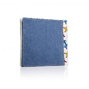 ספר בד עם כריכת ג'ינס ושדרה בצבע קרם עם זברות בצבעי כחול צהוב ירוק ואדום